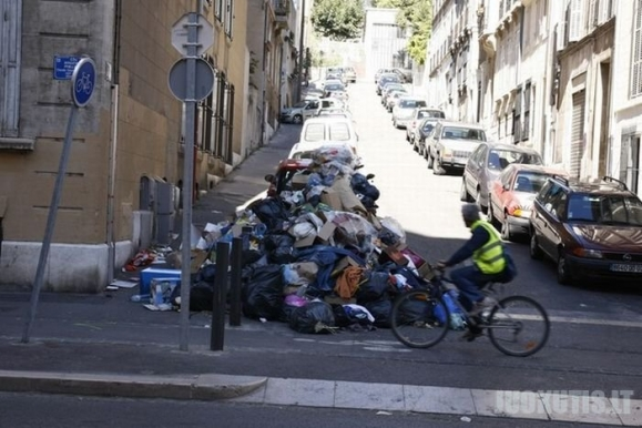 Prancūzijoje vyksta rekordiniai protestai prieš pensijų reformą