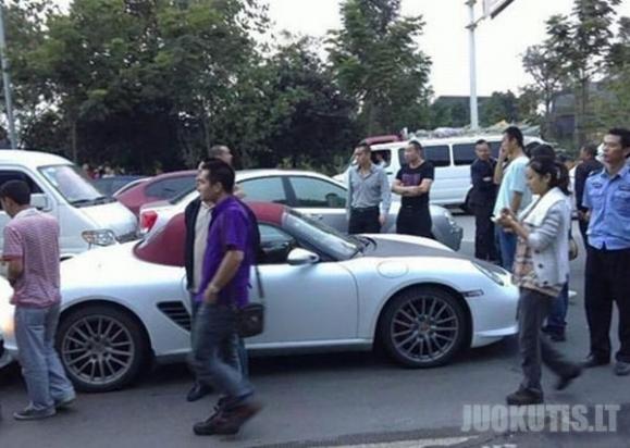 Brangiausia avarija: Lamborgini, Porsche, Rolls Royce Phantom