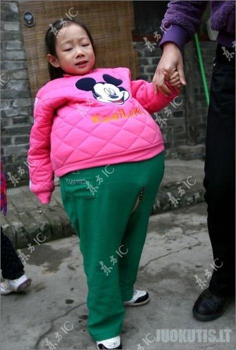 Mergaitė su dideliu pilvu