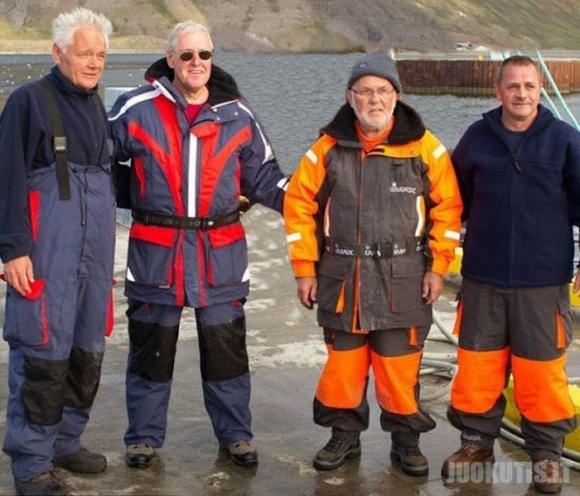 Islandijoje žvejys sugavo milžinišką plekšnę, kuri sveria 220 kg