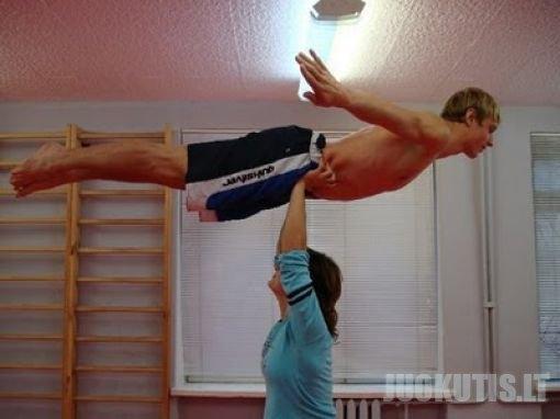Merginos - stiprūs vyrai :D (20 nuotraukų)