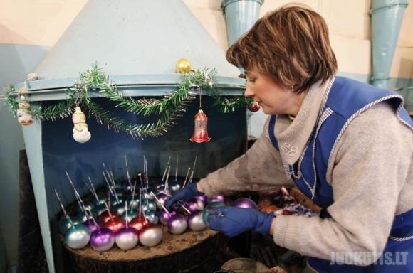 Taip gaminami Kalėdiniai žaisliukai (8 nuotraukos)
