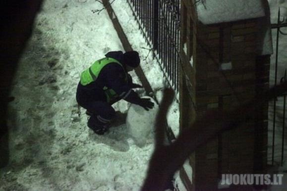 Štai taip dirba rusų pareigūnai (5 nuotraukos)