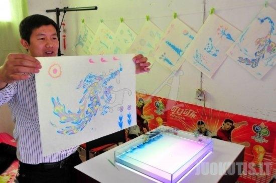 Kinijos meninkas dažo ant vandens (4 nuotraukos)