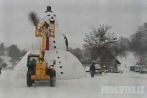 """Lenkijos sniego \""""Godzila\"""" (4 nuotraukos)"""