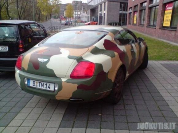 Kareiviškas automobilis (3 nuotraukos)