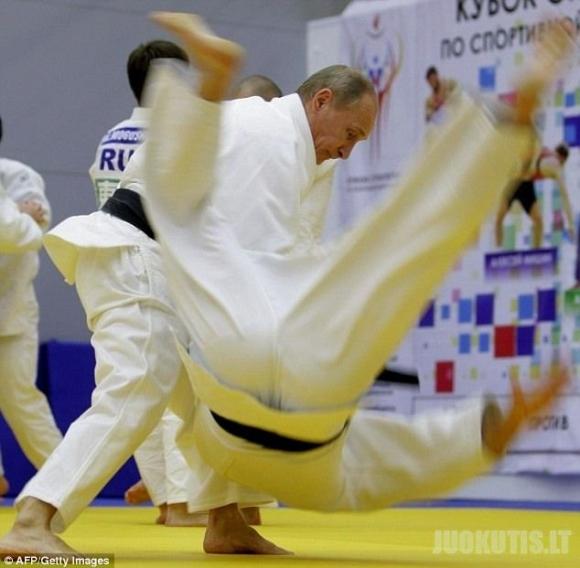 Vladimiras Putinas užsiima dziudo, tad būkite atsargūs! (8 nuotraukos)
