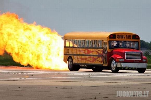 Įsimintiniausi triukai ir avarijos 2010 metų (30 nuotraukų)