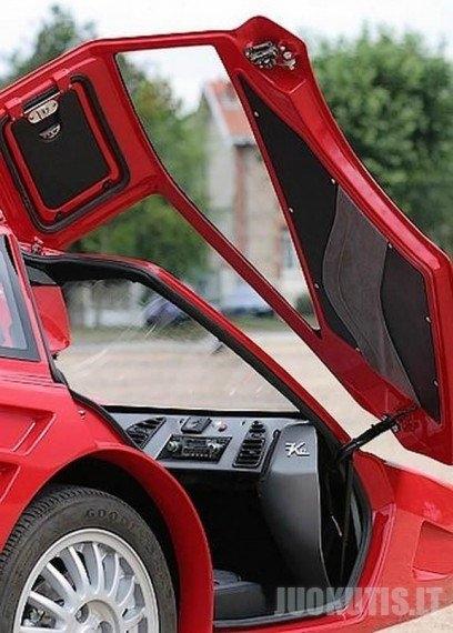 """Hibridinis \""""Ferrari\"""" - du viename (6 nuotraukos)"""