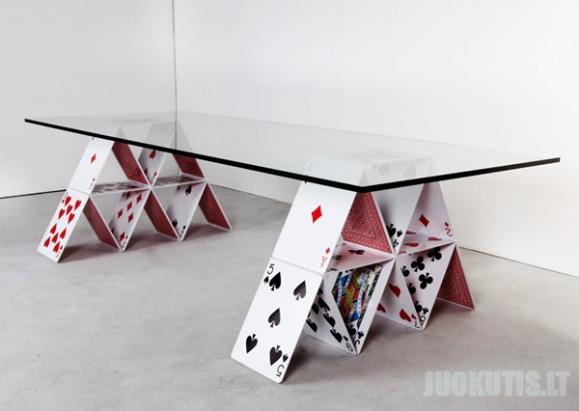 Stalas iš kortų (5 nuotraukos)
