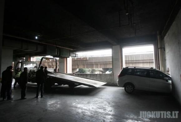Silpnos kinų parkingo sienos