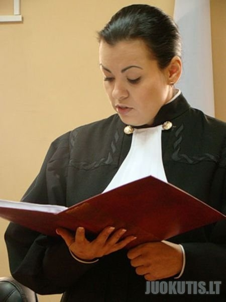 Teisėja neteko darbo uz šias nuotraukas