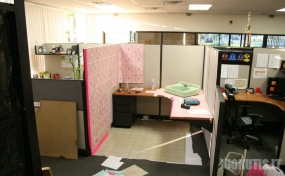 Iškrėsk pokštą draugo ofise