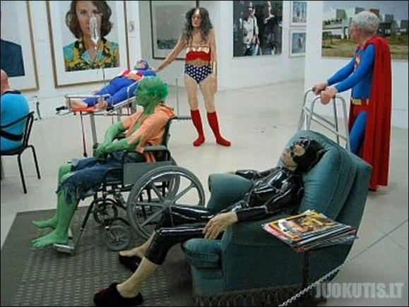 Super herojai senelių namuose