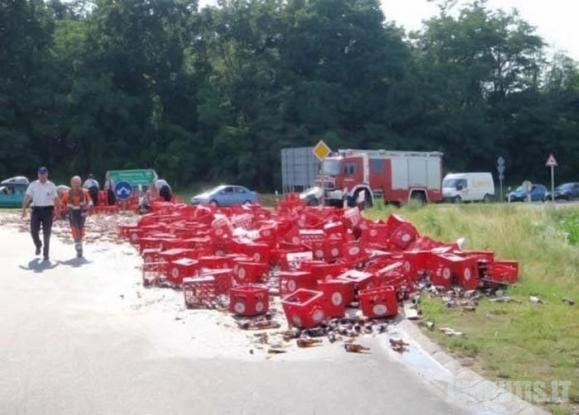 Alų vežęs sunkvežimis pateko į avariją