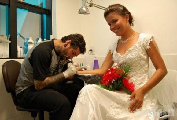 Auskarų vėrimo ir tatuiruočių mada