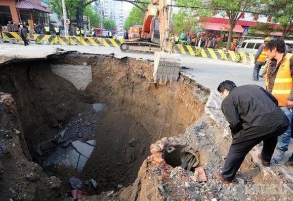 Kinijos kelyje prasmego sunkvežimis