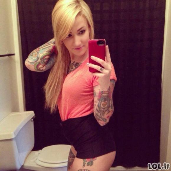 Seksualios tatuiruotos merginos