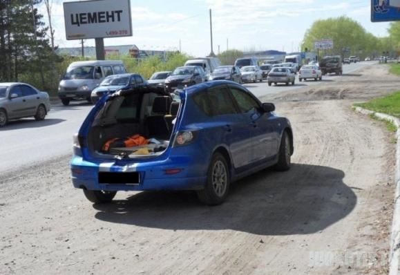 Greitas automobilis nusirovė stogą