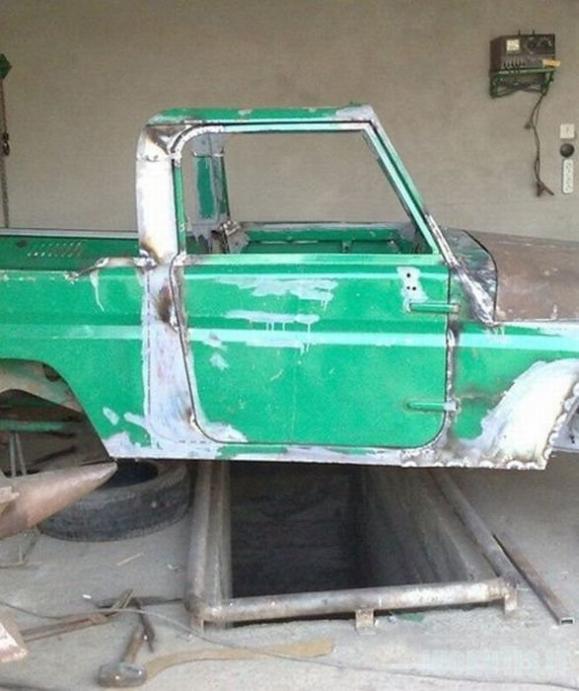 Iš seno automobilio galima padaryti...