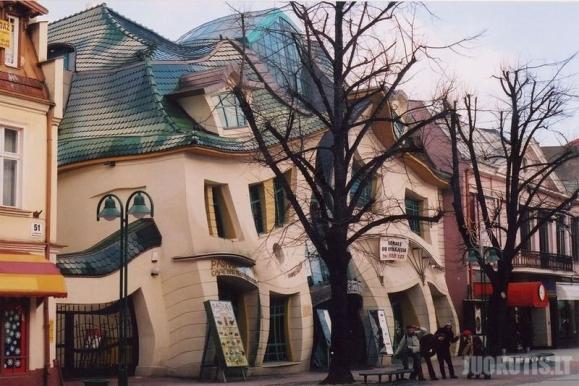 Šitą namą statė kreivarankis