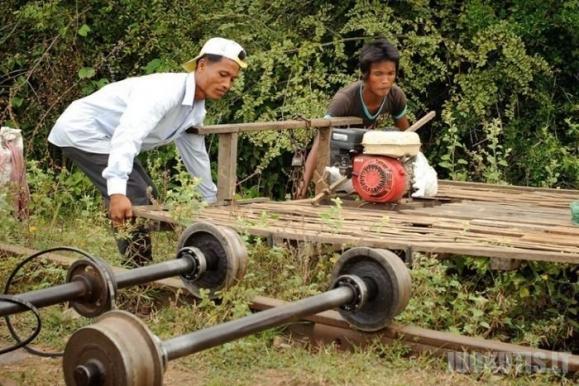 Bambuko traukinys Kambodžoje