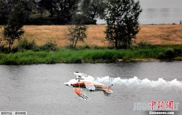Aviacijos šou Lenkijoje metu, įvyko baisi avarija