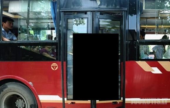Vairuotojas prispaudė keleivę durimis