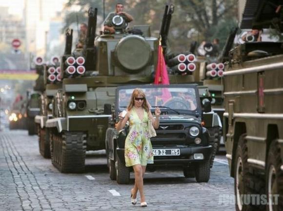 Juokingiausios nuotraukos iš kariuomenės. Antra dalis