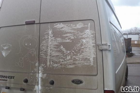Menas ant purvinų automobilių