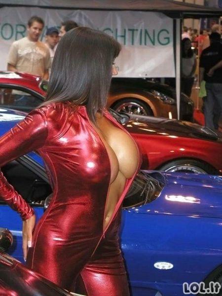 Seksualios merginos ir automobiliai