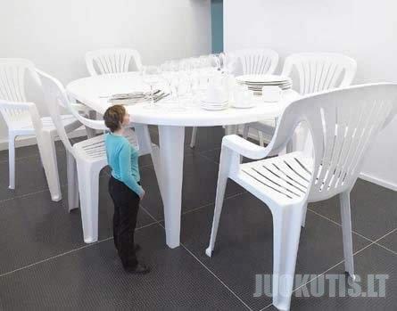 Milžiniško dydžio baldai