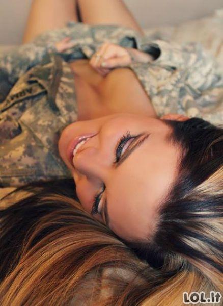 Kai karinės uniformos tampo seksualiomis