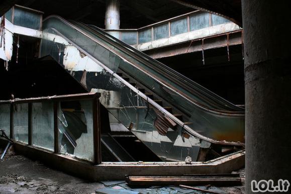 Sudegęs, tačiau gyvas, Bankoko prekybos centras