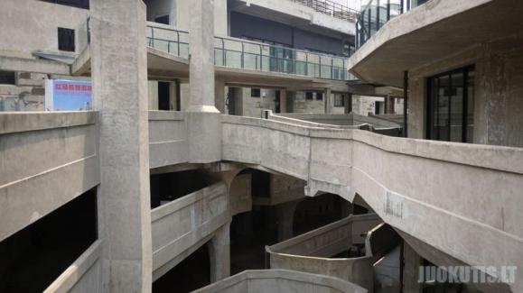 Neįprastas pastatas iš betono