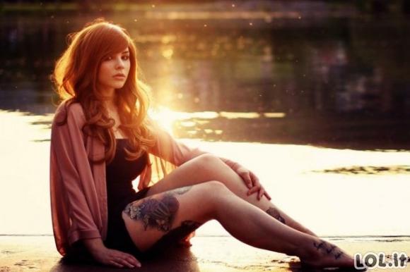 Karštos merginos ir tatuiruotės