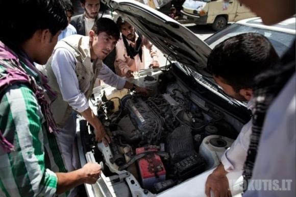 Vairavimo mokykla Afganistane