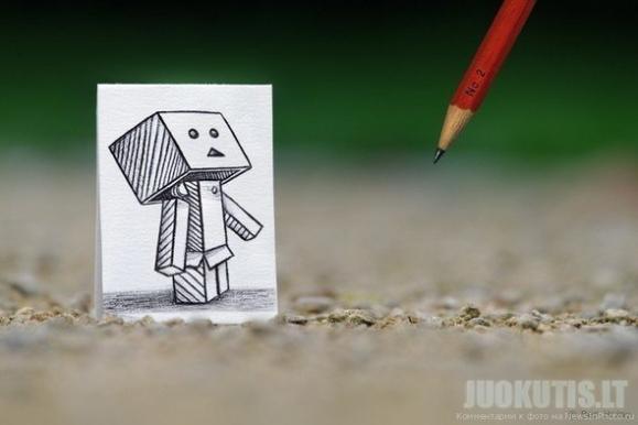 Pieštukai prieš fotoaparatą