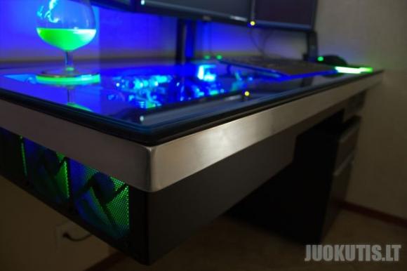 Geriausias kompiuterio stalas pasaulyje