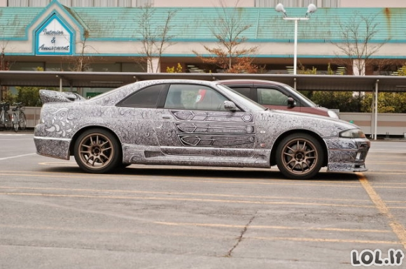 Vaikinas merginai leido nudažyti jo automobilį