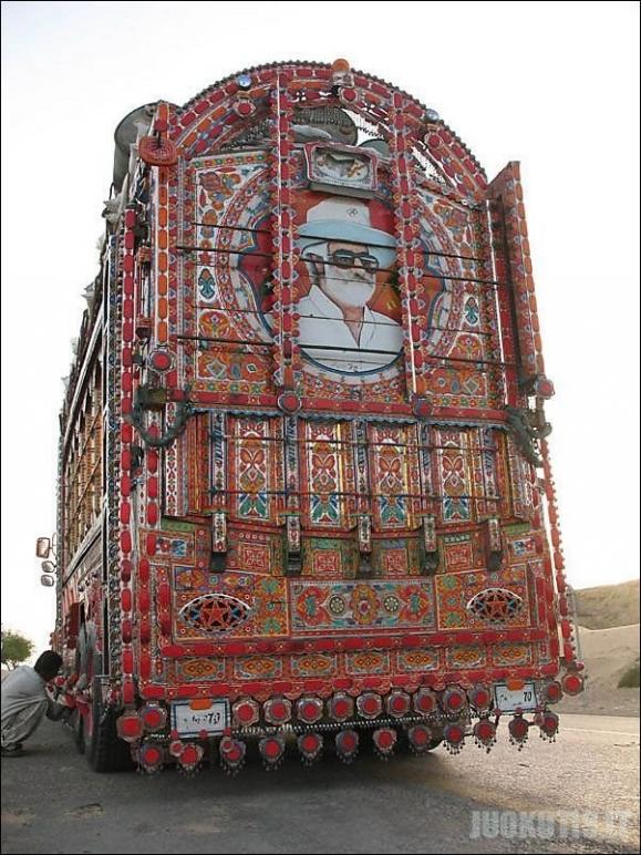 Religiškai tinkami Pakistano autobusai