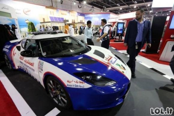 Dubajaus medikai pas pacientus lėks superautomobiliais