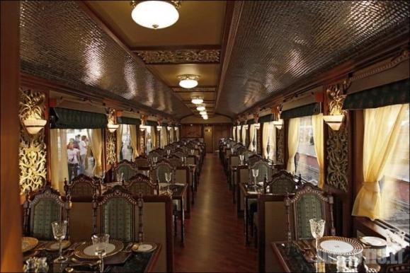 Liukso klasės traukinys Indijoje