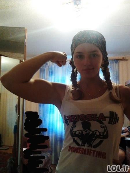Miela mergaitė, tapusi raumenų kalnu