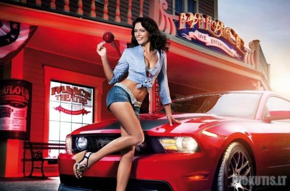 """Gražios merginos ir automobiliai iš žurnalo \"""" Miss Tuning \"""" (12 nuotraukų)"""