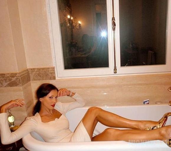 Nesenstantis modelis Olga Petrova