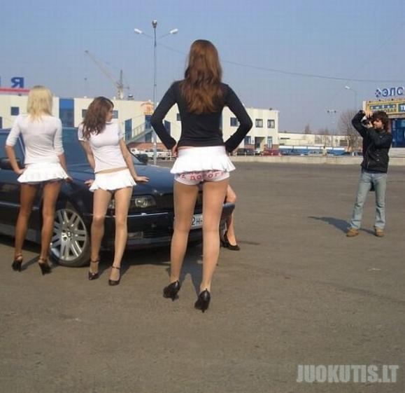 Žiūrėk į kelią o ne į sijoną