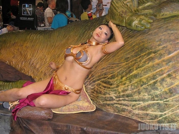 Seksualios merginos princesės Lėjos kostiume