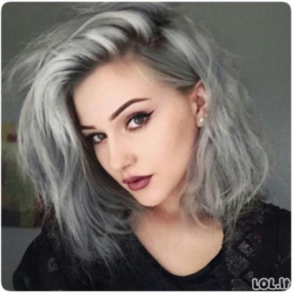 Nauja jaunų merginų mada - žili plaukai