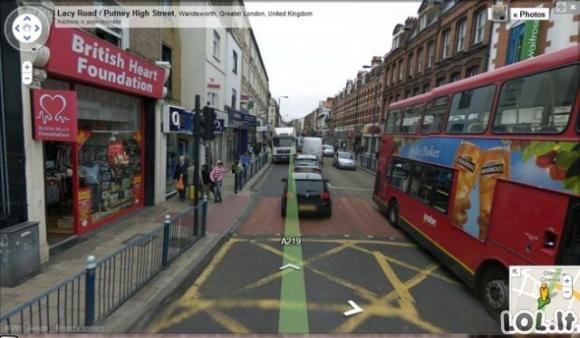 """""""Google Street View"""" užfiksuotos keistenybės"""
